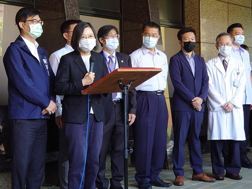 總統探視「城中城」大火傷者及家屬  高醫允諾負責健保無法給付之醫療費用  並於第一時間啟動創傷後心理復健